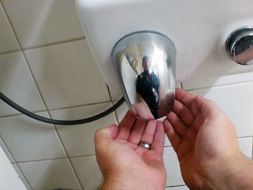Hand Dryer Buying Guide – A Few Key Considerations